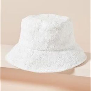 Lack of color white lace bucket hat small